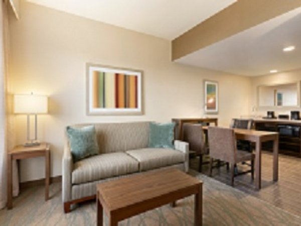 Embassy suites by hilton akron canton airport - 1 king studio suite small